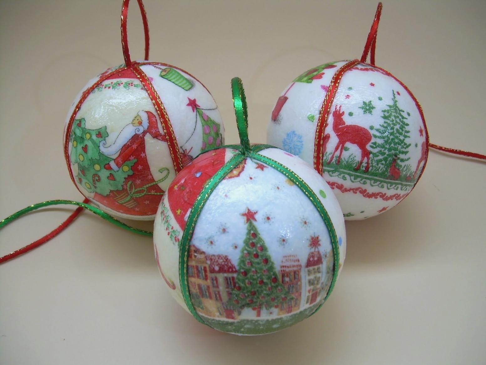 Bolas de Navidad decoradas con servilletas