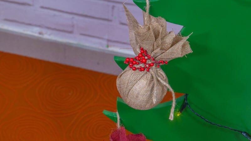 manualidades-de-navidad-bolas-de-corcho