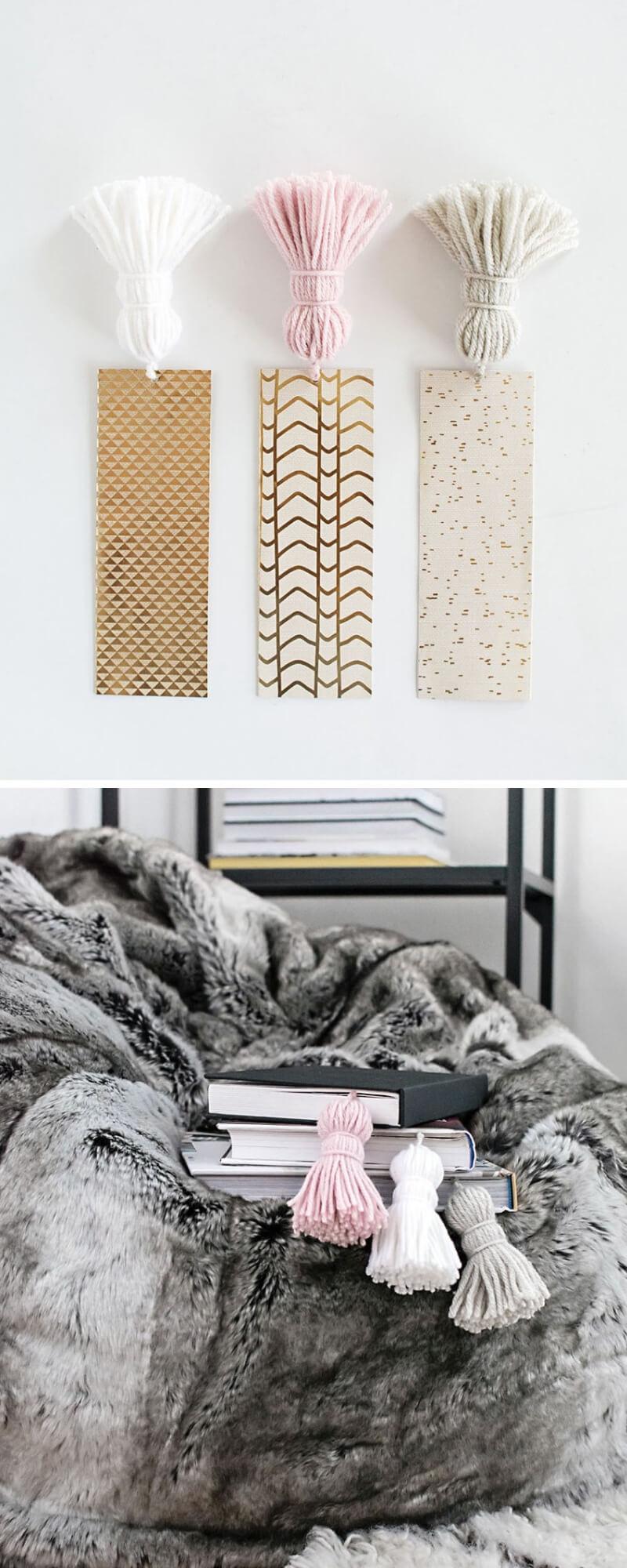 Marcapáginas de cartulina y borla de lana
