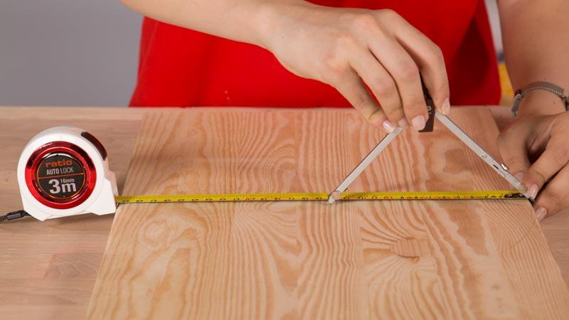 Medir el radio de una circunferencia con el compás para la tabla de quesos