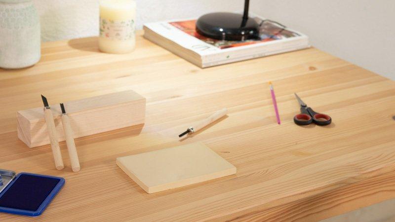 Cómo renovar una mesa de madera con manchas
