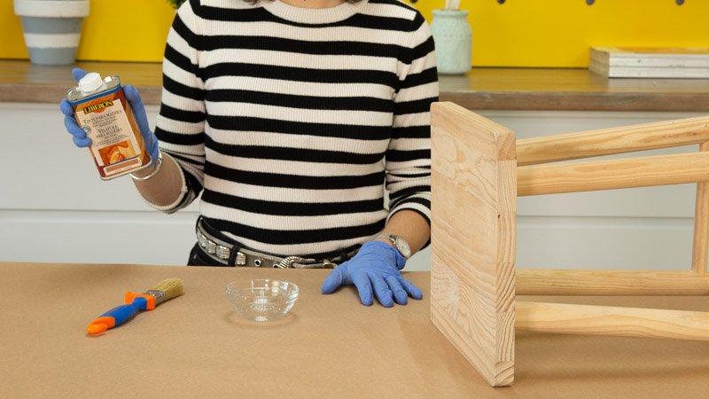 Tinte para madera de Liberon para restaurar el taburete