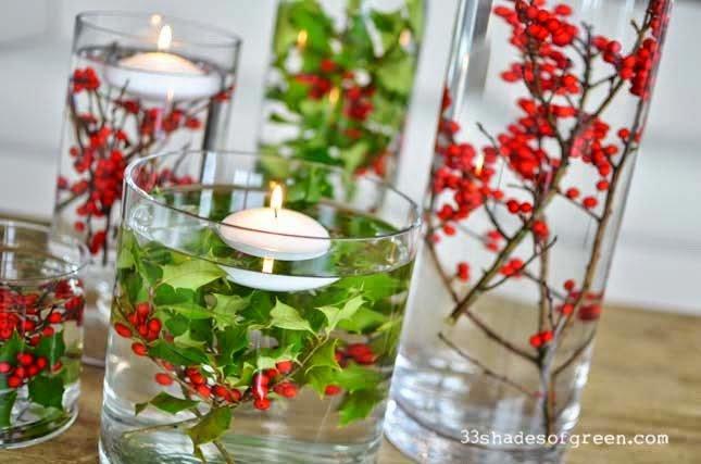 Centros de mesa navideños con flores y velas flotantes