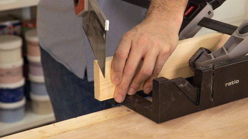 Cortar los bordes de las tablas de madera