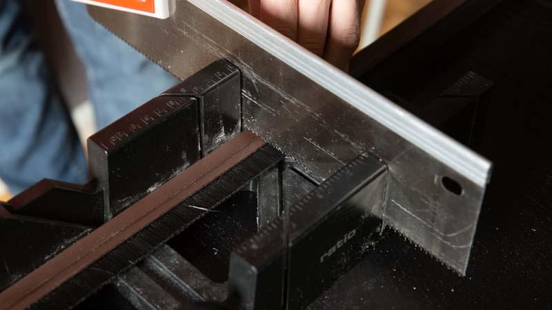 Cortar burlete con la dimensión de la puerta