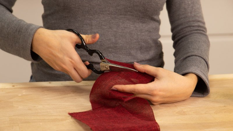 Cortar los trozos de tela correspondientes a cada una de las cajas de porex.