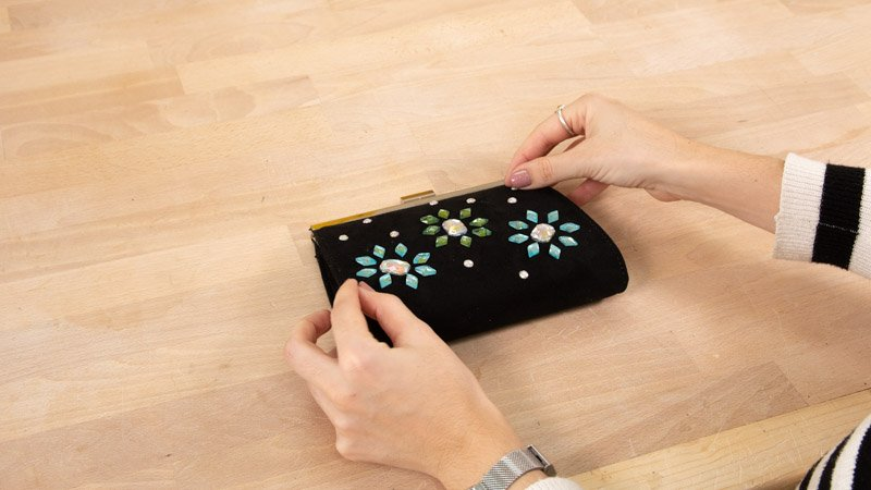Crear diseño para customizar tu bolso de fiesta.