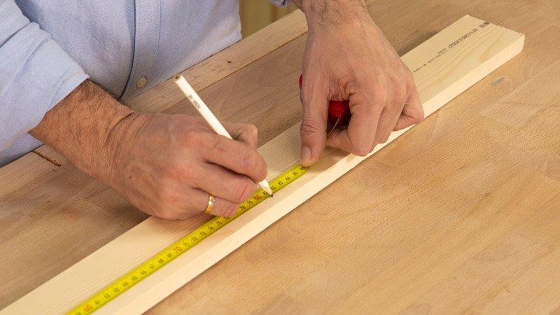Medir el tamaño del árbol de madera.