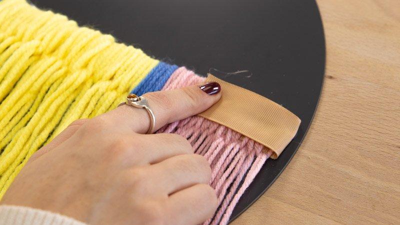 Pegar la punta del lazo al trapillo para que no se salga