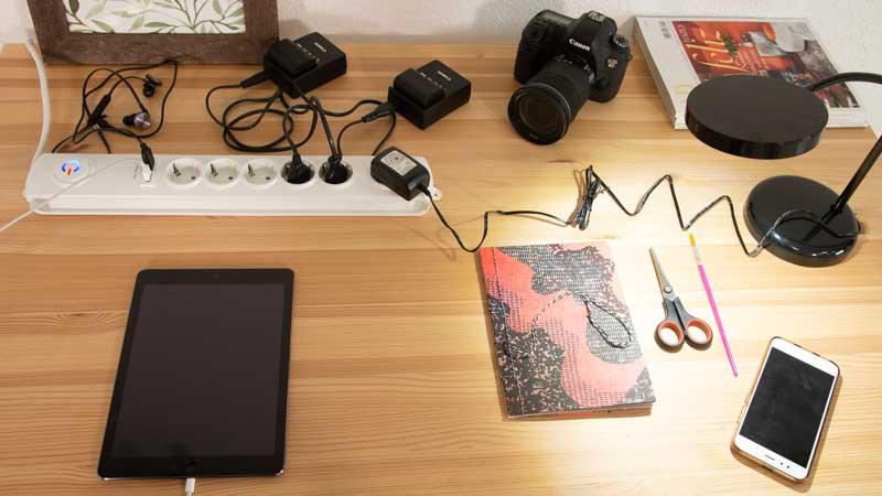 Regleta de enchufes con conexiones USB de SImon Brico