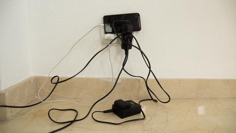 Dónde poner el móvil cuando lo cargas