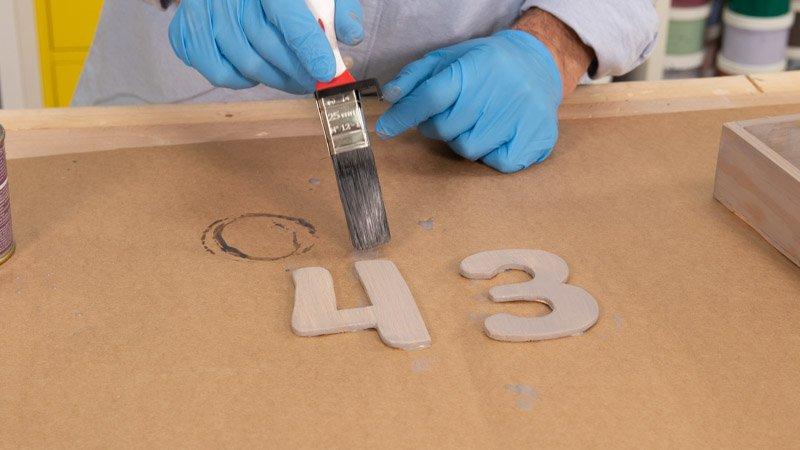 Pintado de los números de madera