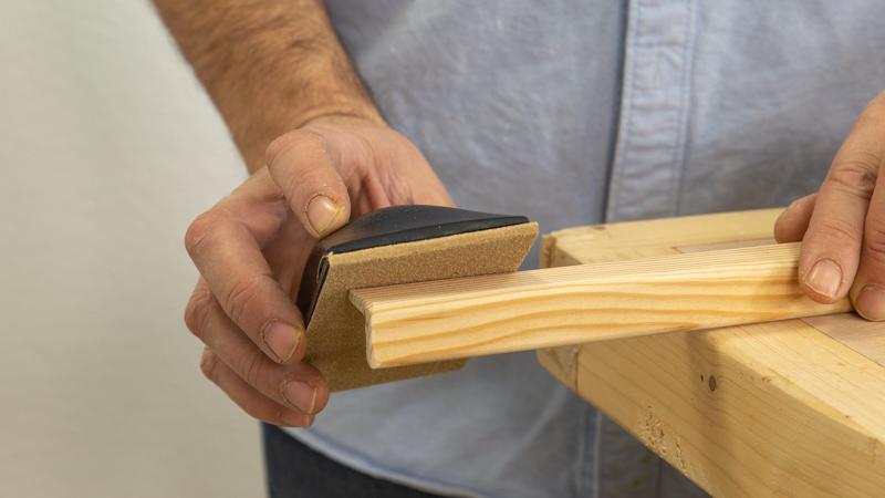 Lijar la madera del guardavivo
