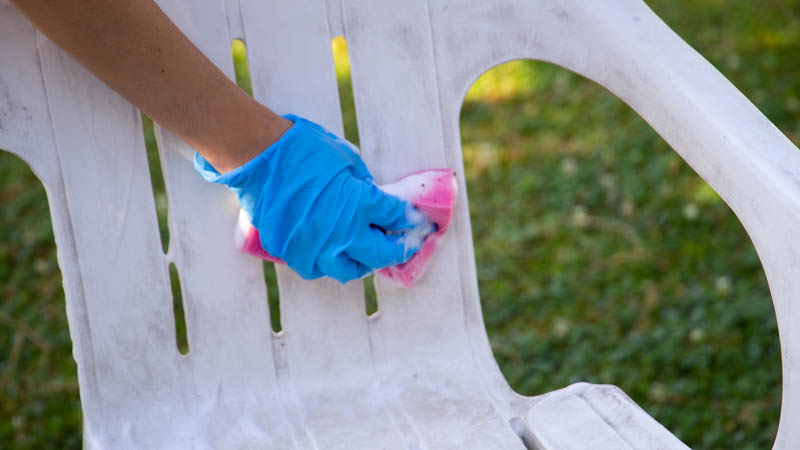 Agua y jabón para silla de plástico