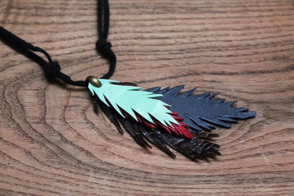 Hacer un llavero con plumas de piel
