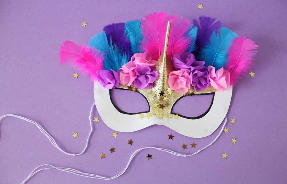 Hacer una máscara con plumas