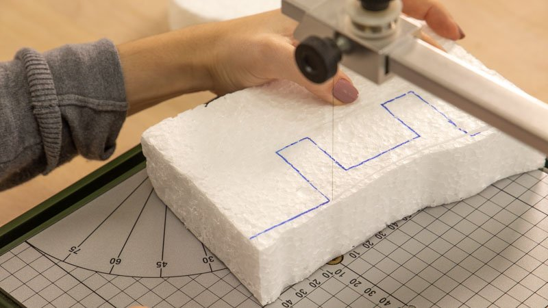 Cortar las letras de porexpán con el cortador de porex