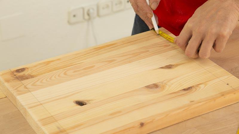 Marcar el tamaño de la madera del leñero