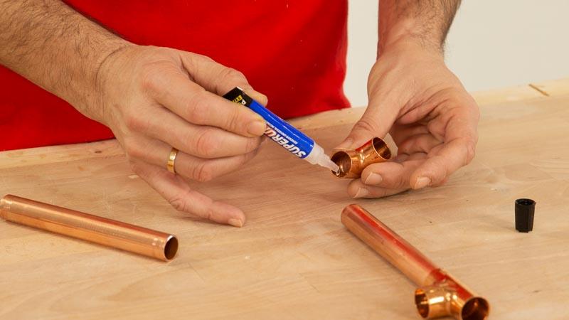 Leñero interior casero: unir piezas de cobre