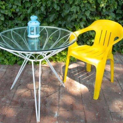 Pintar sillas de plástico de terraza