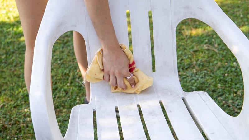 Sacar brillo a la silla de plástico