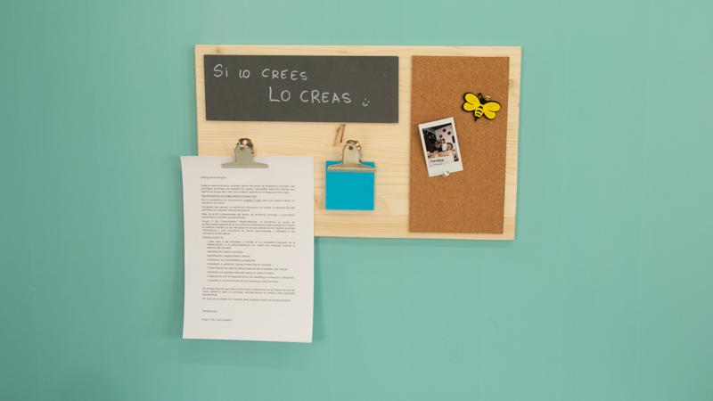 Tablón de notas de madera para el escritorio