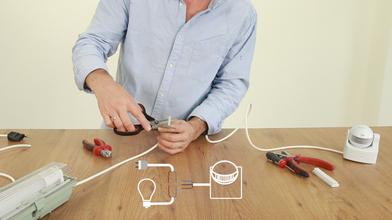 Cómo conectar los cables de un detector de movimiento a una lámpara