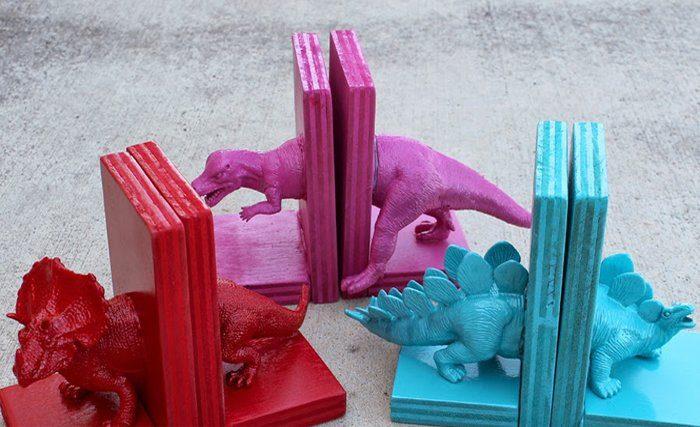 Sujeta libros de dinosaurios terminado