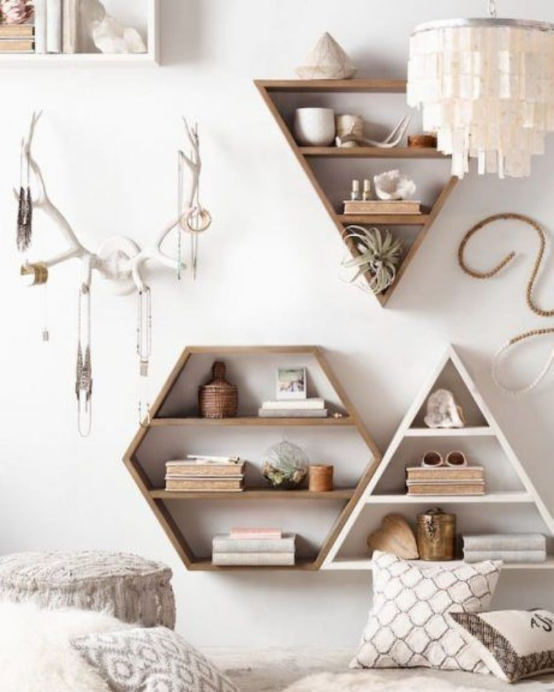 Estanterías geométricas para decorar la pared al estilo boho chic