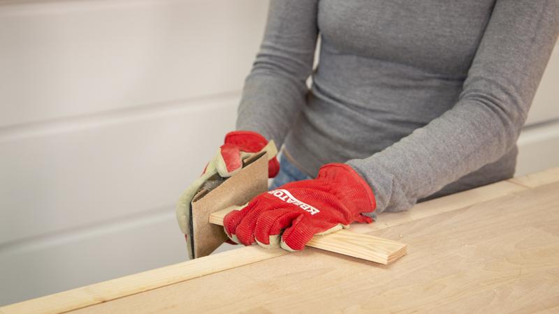 Lijamos los listones de madera