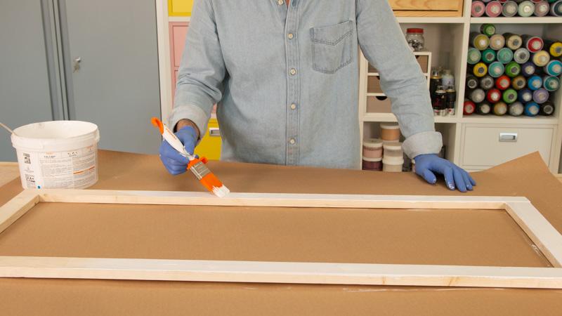 Pintamos marco con esmalte blanco