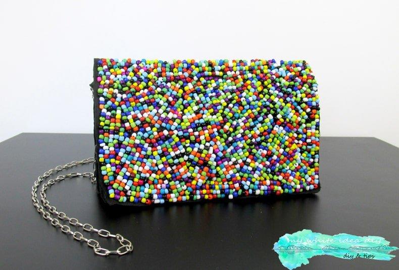 Bolso decorado con abalorios