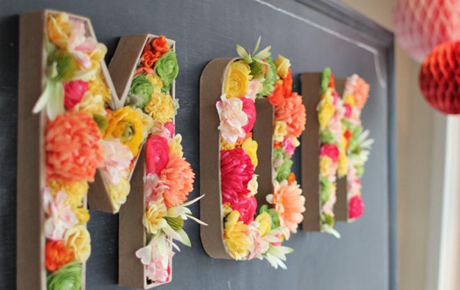 Letras con flores decorativas