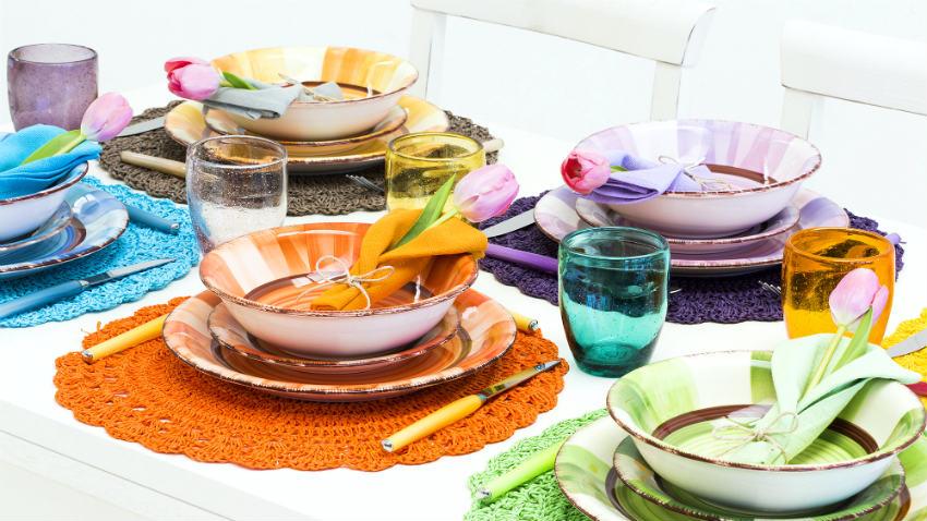 Cristal en vajilla con color