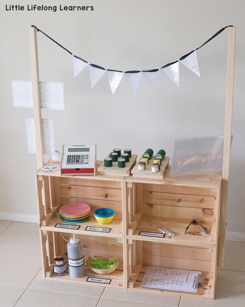 Tienda de juguete con cajas de madera