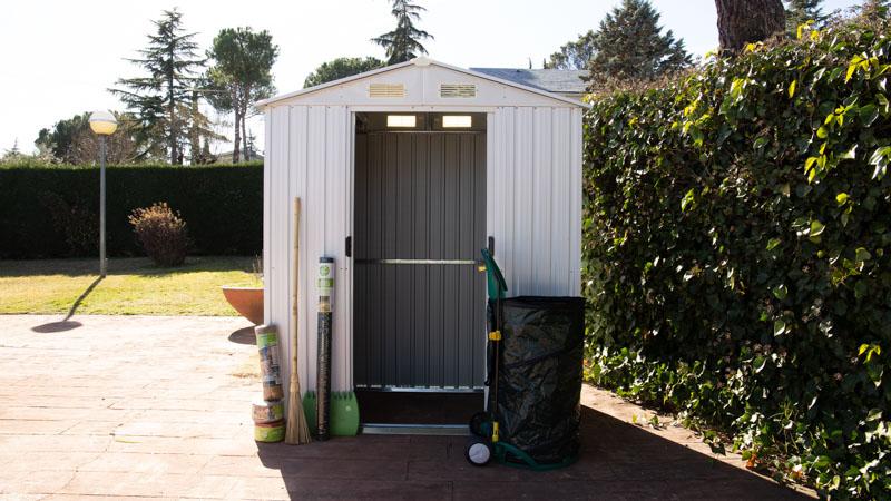Caseta de jardín metálica resultado una vez instalada