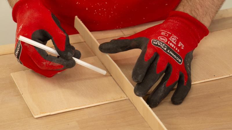 Trazar cuadrado en la madera