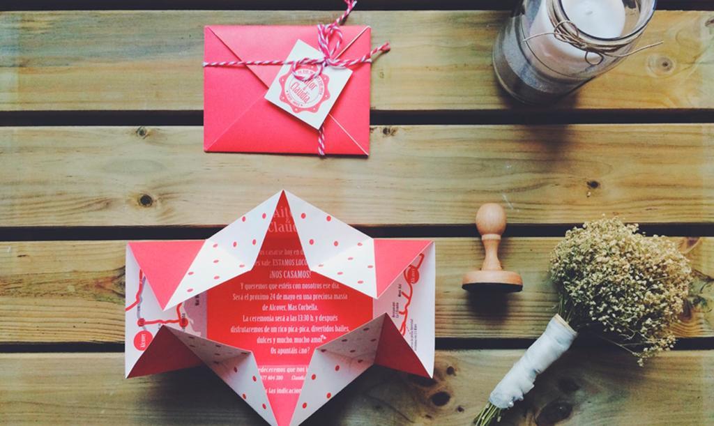 Papiroflexia invitación en tonos rosas