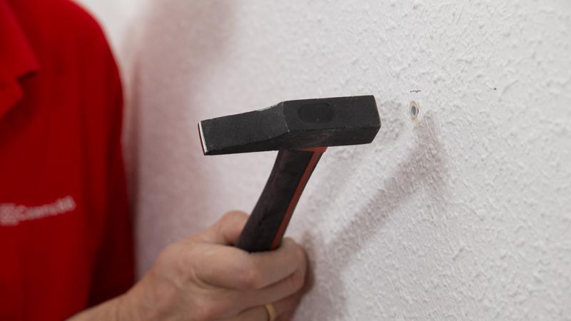 Poner los dos tacos con ayuda de un martillo