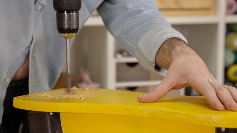 Apertura del agujero para fijar el manillar en el asiento del balancin
