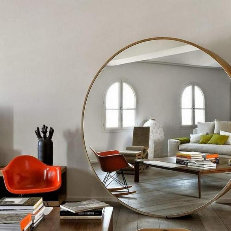 Generar sensación de profundidad en los salones pequeños con espejos grandes.
