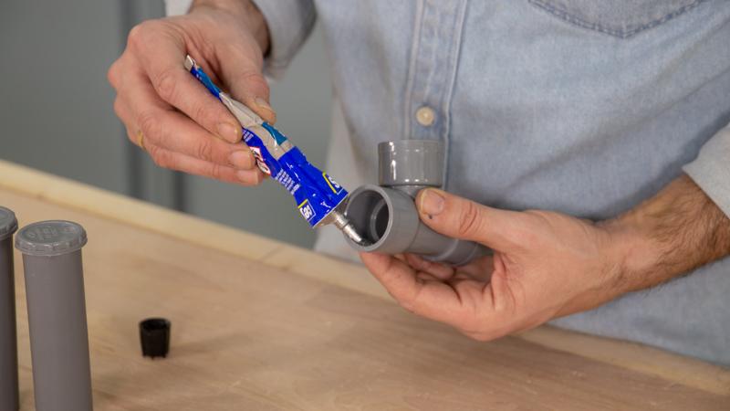 Pegado de tubos de PVC con adhesivo específico