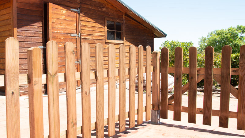 Resultado de la valla de madera instalada