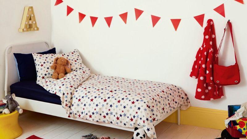 Habitación infantil con tonos primarios