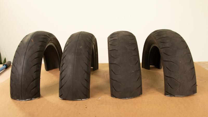 Mitades de neumáticos para hacer el aparcamiento para bicis