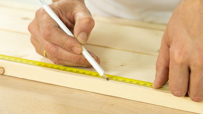 Medir la madera que hará de estructura