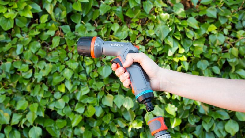 Agarre seguro de la pistola Ecopulse de Gardena