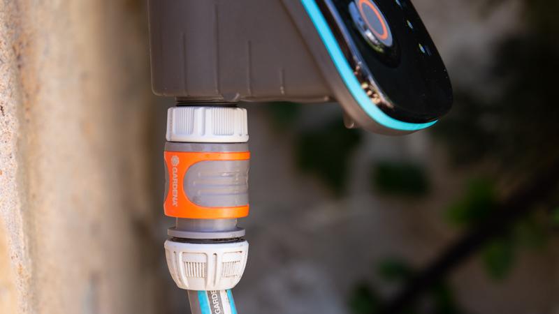 Conexión al suministro de agua del programador Smart de Gardena