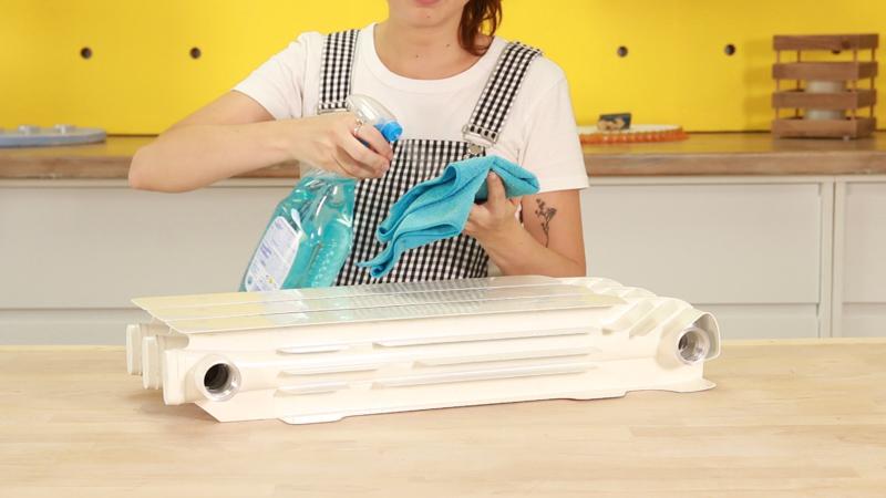 Limpiar el radiador con limpiador multisuperficies antes de pintar