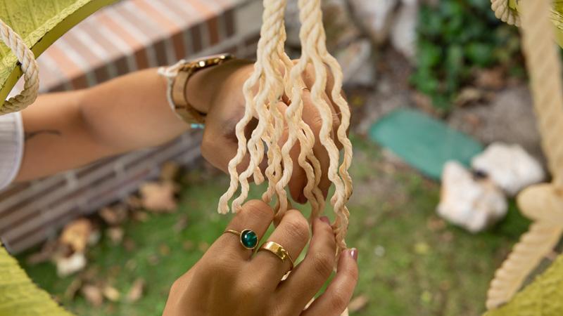 Extremo deshilachado de la cuerda para colgar el comedero